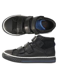 Basket bi-matière en croute de cuir et cuir lisse noir réhaussée par la languette bleue. Le petit plus : l'avant est renforcé pour protéger le bout du pied. GGBASTRIVB / 19WK36IDD3F090