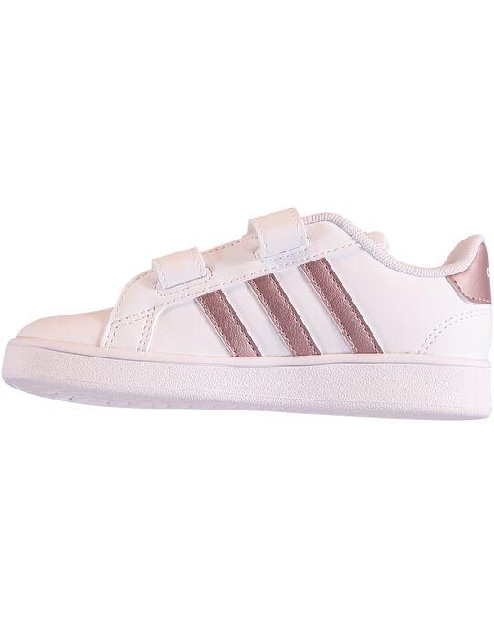 Basket Adidas Advantage Clean en cuir synthétique blanc avec trois bandes métallisées rose gold. Doublure et semelle intérieure en textile. Fermeture à bande auto-agrippantes et lacets élastiqués.  GFEF0107 / 19WK35P1D35000