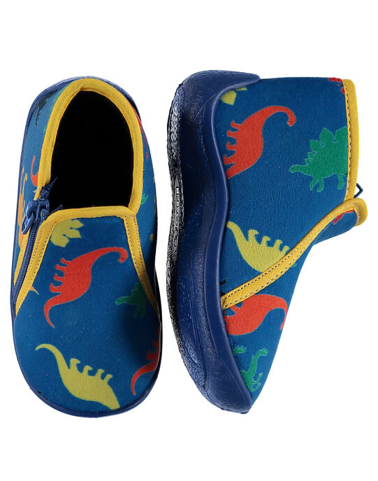 Chausson bottillon bleu en velours bleu avec un imprimé dinosaures multicolores rehaussé par un bord jaune. Doublure et semelle intérieure en éponge pour un meilleur confort et plus de douceur. Fabrication française.  GBGBOTDINO / 19WK38Z6D0AC218