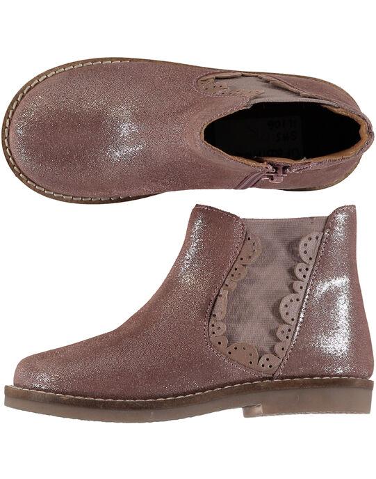 Boots en croûte de cuir rose pailletée réhaussée par une bande élastique avec des croquets sur le bord. Zip latéral pour faciliter l'enfilage. GFBOOTPINK / 19WK35I5D0D030