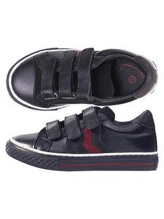 Basket en cuir noir réhaussée par des empiècements gris et rouges.  Le petit plus : l'avant est renforcé pour protéger le bout du pied.  GGBASBLACK / 19WK36IBD3F090