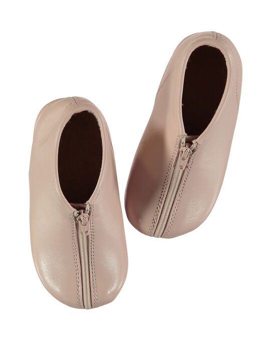 Chausson bottillon en cuir fuchsia. Arrière montant permettant un bon maintien du pied. Doublure et semelle intérieure en éponge pour plus de confort et de douceur.  GBFBOBEBE / 19WK37B1D0A030